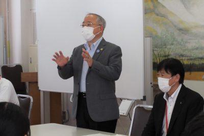 岡田同窓会長からの激励の言葉